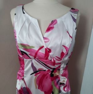 A beautiful size 12 London Times polyester satin d
